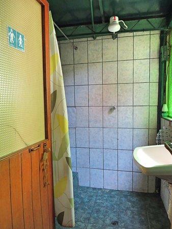Royal Frankenstein: Douche avec eau chaude, très propre.