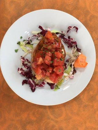 Piedimonte Etneo, Italy: Bruschetta als Gruß aus der Küche - oberlecker