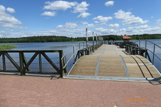 Goldap, Pologne : Pomost nad granicznym jeziorem.