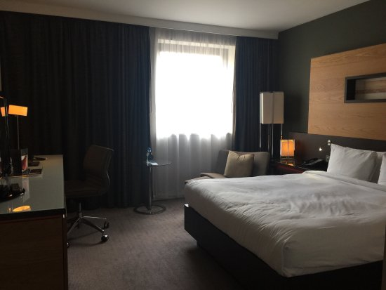 Hilton London Tower Bridge: Good Sized, Clean Bedroom With Essentials,e.g.  Slippers