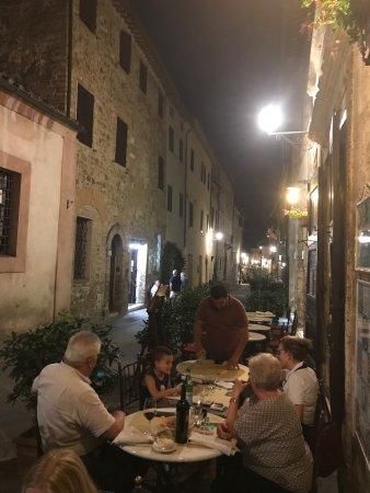 Osteria del Cardinale: Tack för ett mycket trevligt/familjärt bemötande/service med mycket god mat och dryck. Vi var på
