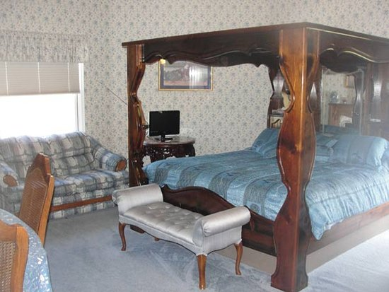 Rabbit Creek Bed and Breakfast: King Suite
