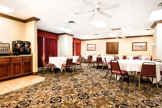 grand plaza hotel branson mo reviews photos price. Black Bedroom Furniture Sets. Home Design Ideas