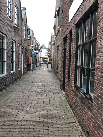 High quality and friendly personel. Lovely atmosfeer. Peperstraat is a great place to visit.