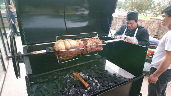 Three Hills, Καναδάς: rotisserie up and running for the weekend!