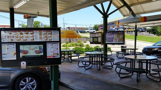 Scottsville, KY: Sitting area outside
