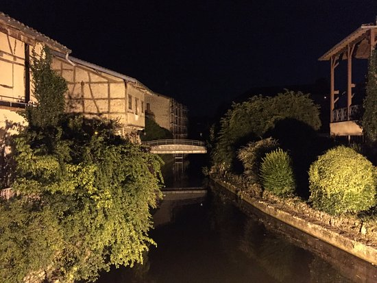 Chatillon-sur-Chalaronne, Frankrike: La Chalaronne la nuit