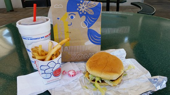 Scottsville, KY: Burger, fries and Drink