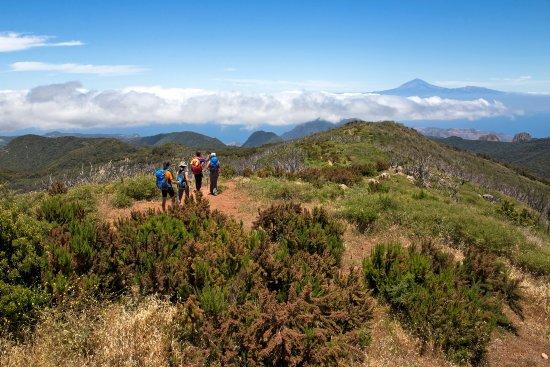 Alto de Garojonay: Группа на тропе GR-131