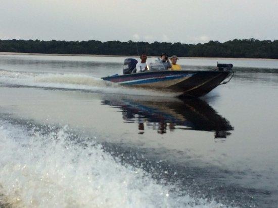 Barcelos, AM: Barcos de pesca