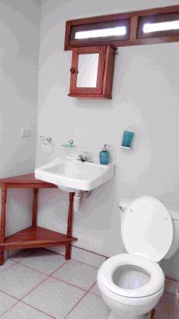 Jinotepe, Nicaragua: Salle de bains du bungalow Ginger