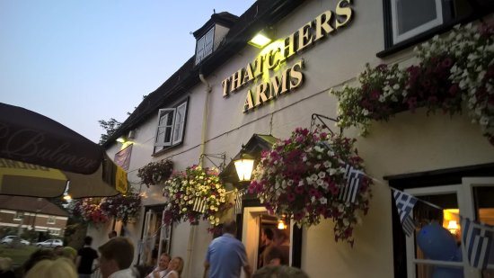 Thatchers Arms: Beautiful hanging baskets