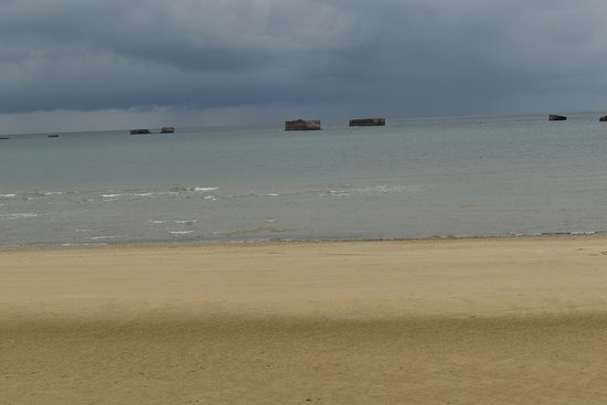 Arromanches-les-Bains, Frankreich: pieces out to sea
