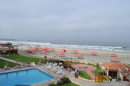 Rosarito Inn: View of the pool and beach from 3rd floor.