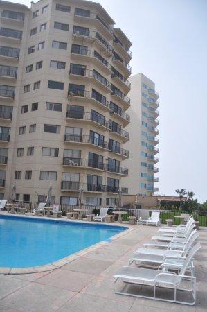 Rosarito Inn: Condos and pool.