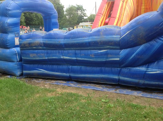 Cuddebackville, NY: Filthy blow up water slide