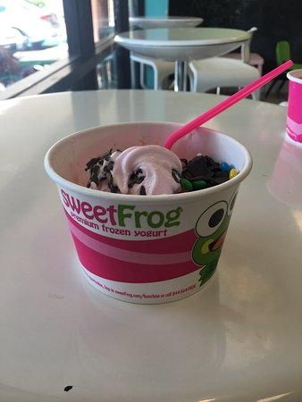 Palmdale, CA: Sweet Frog Frozen Yogurt