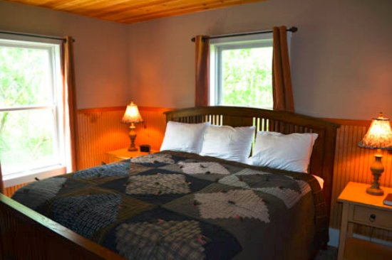 Westville, IN: Oak Lodge King Bedroom #2