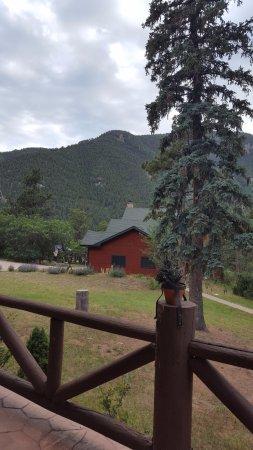Rocky Mountain Lodge & Cabins: View from back porch