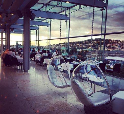 Cube Restaurant: Très jolie vue sur la centre ville et les collines entourant Stuttgart.