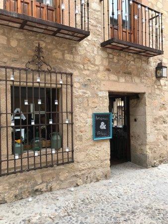 Pedraza, Spain: Antigüedades La cómoda de mi Abuela