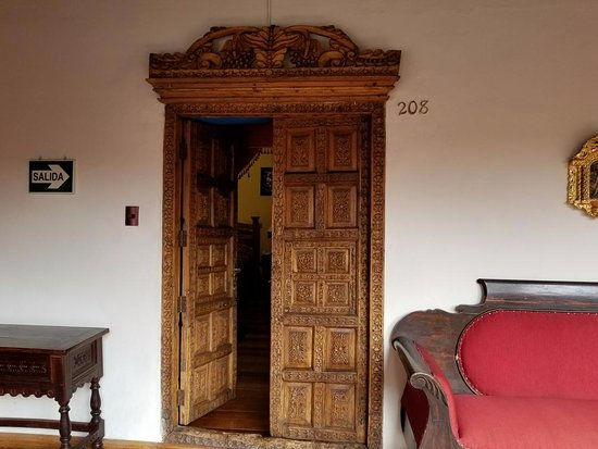 Hotel Marqueses: Check out that carving!
