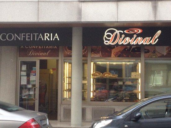 Округ Опорто, Португалия: Confeitaria Divinal na Estrada do Amial - recomendo