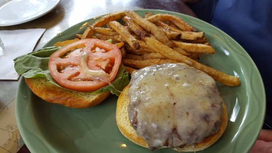 Manchester-by-the-Sea, MA: White Cheddar Burger