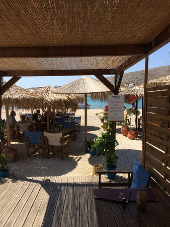 Karavostasis, Greece: Καφέ Ακρογιάλι - Χοχλίδια Καραβοστάσης
