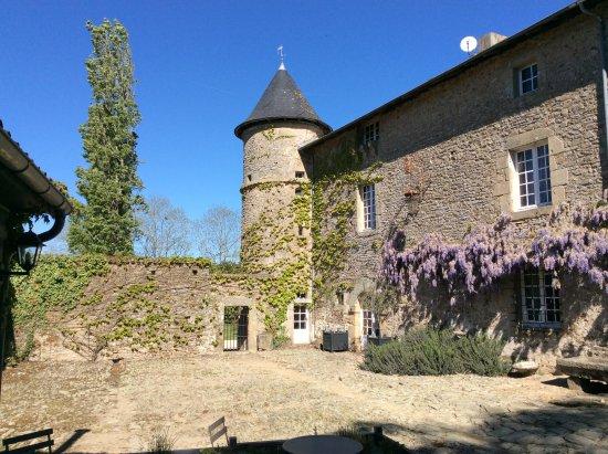 Chateau de Roussac : The courtyard