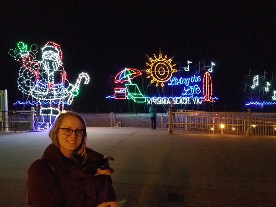 Residence Inn by Marriott Virginia Beach Oceanfront: Christmas light display on the board walk right in front of the Marriott