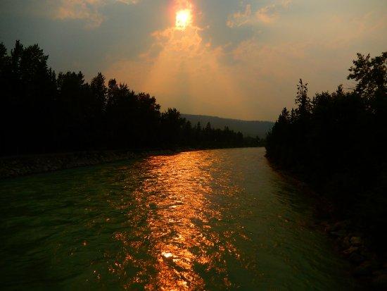 Golden, Kanada: the setting sun in July