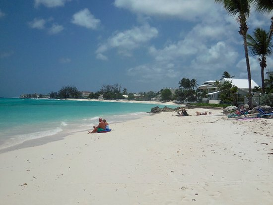Worthing, Barbados: Looking along the beach