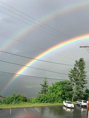 Kaslo, Καναδάς: This place is Double Rainbows Good....