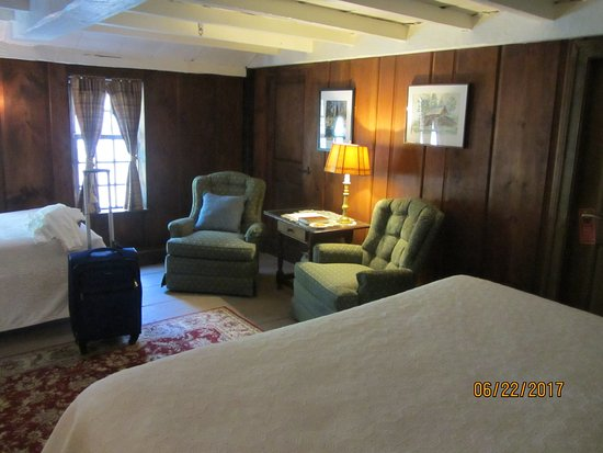 Sudbury, MA: Room 9, one of the oldest, beamed ceilings and wood paneling