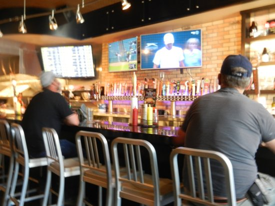 Watford City, ND: JL Beers bar with beer tappers
