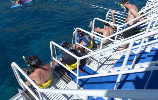 Wailuku, Hawái: 11 Dive Steps for ease of entry aboard the Calypso.