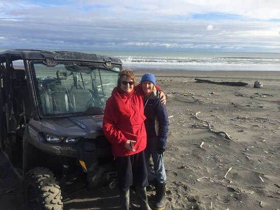 Whanganui, New Zealand: Happy Travelers on the coast