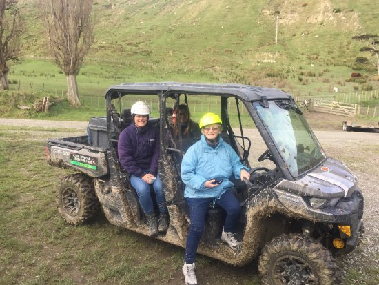 Whanganui, Νέα Ζηλανδία: English Cabadian and NZ travellers enjoy thge Sheep station experience