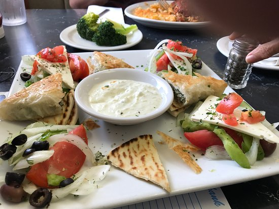 Cookeville, TN: I had the spinach pie with pita bread, cheese, veggies and cucumber dip
