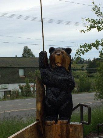 Black Bear Diner: Bear bench post