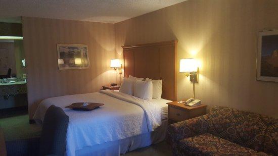 Bend Inn Suites: 20170711_115514_large.jpg
