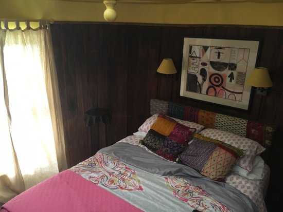Hale Ohia Cottages: Bedroom in the water tower
