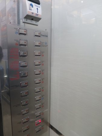 Novotel Ambassador Daegu: Inside the elevator with the key card pad & floor buttons in an interesting sequence