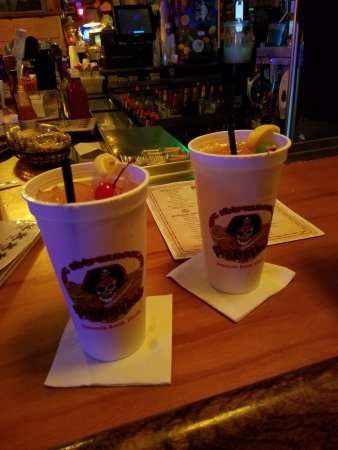 Peg Leg Pete's: Shipwreck rum drinks! Excellent!