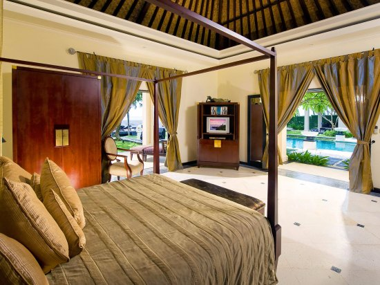 Villa Ylang Ylang: The Ylang Ylang - Eastern Master bedroom
