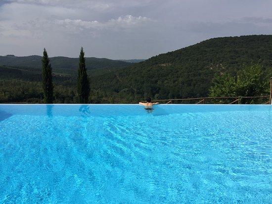 Castello di Meleto: nice pool & view