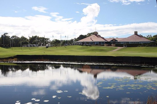 Port Stephens, Australien: Horizons Golf Resort clubhouse, cafe and function centre