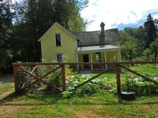 Κεντ, Ουάσιγκτον: Back Porch, Mary Olson Farm c. 2012 by K.J. Lommen
