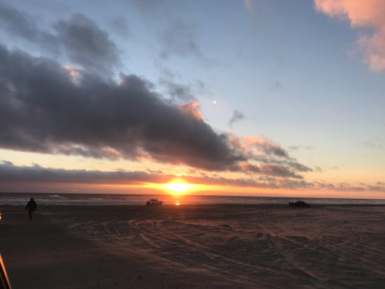 Long Beach, WA: Great sunsets from the Pickled Fish Adrift restaurant with stunning sunsets and you can drive on